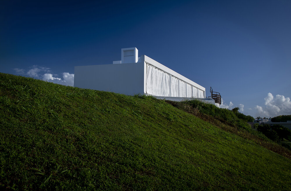 Backside_view_Casa_Flores_architecture_Puerto_rico_fuster_architects_house+Photo+by+Jaime+Navarro (1)