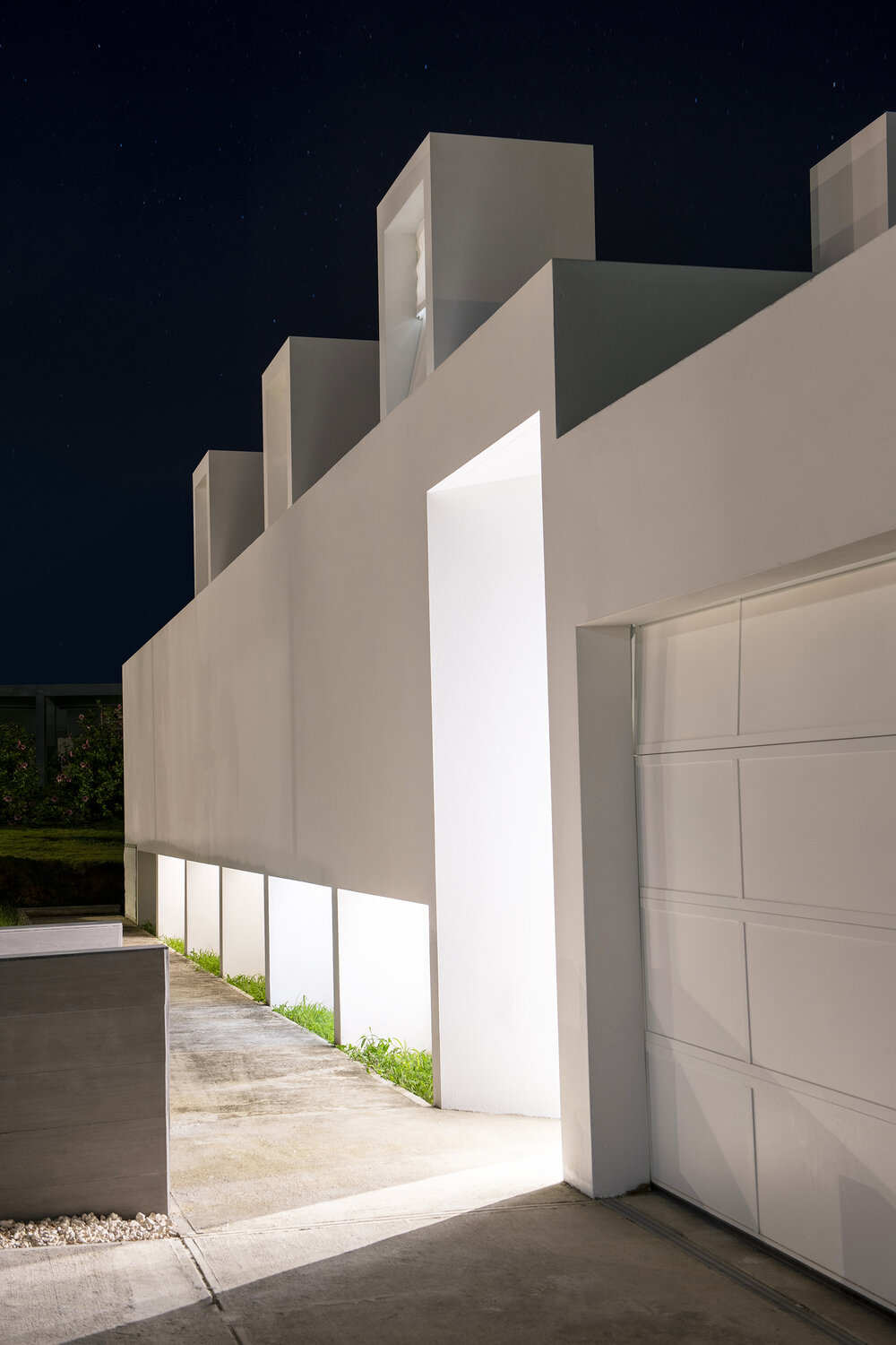 Casa_Flores_night_entrance_architecture_Puerto_rico_fuster_architects_house+Photo+by+Jaime+Navarro (1)