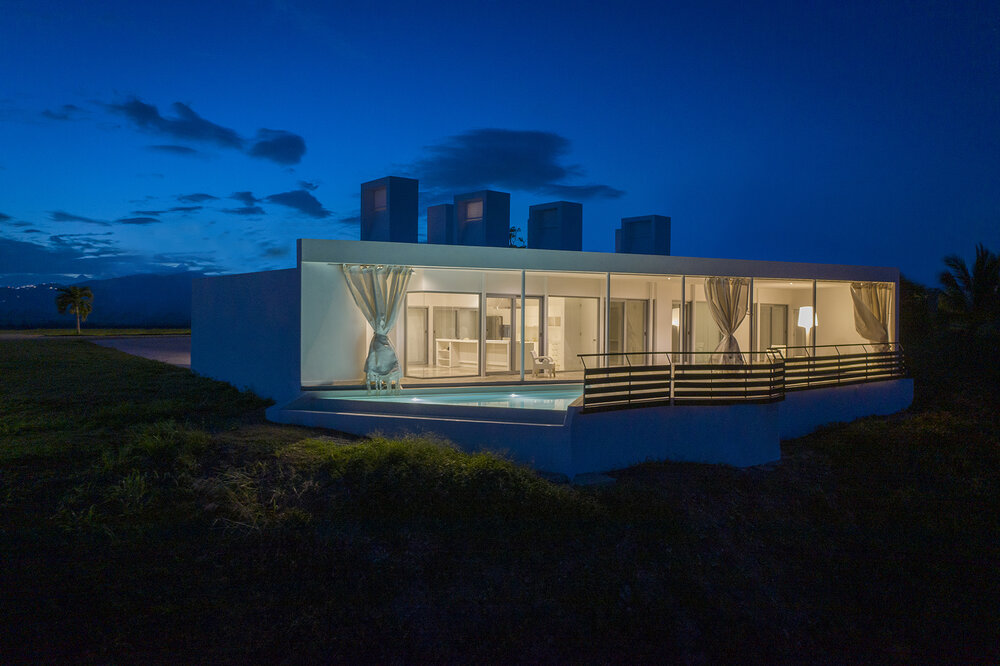 Night_backside_view_Casa_Flores_architecture_Puerto_rico_fuster_architects_house+Photo+by+Jaime+Navarro (1)